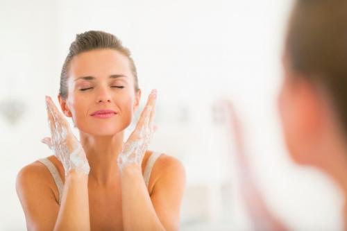 寒い乾燥肌の季節こそ「優しく洗顔」