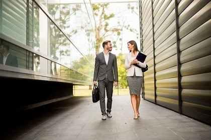 退社時間がやたらと一緒!職場恋愛を狙う男性にありがちなサイン